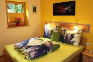 Apart Grünhaus, Ginzling, Schlafzimmer, Doppelbett, Ferienwohnung, Appartement, Zillertal, Tirol, Austria